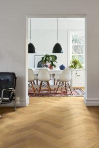 Pergo-Saltholm-Natural-Herringbone-Oak-05115_Interior01